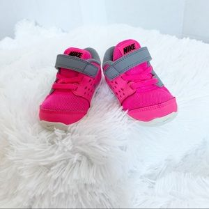 Nike baby girl pink sneakers size 4 infant